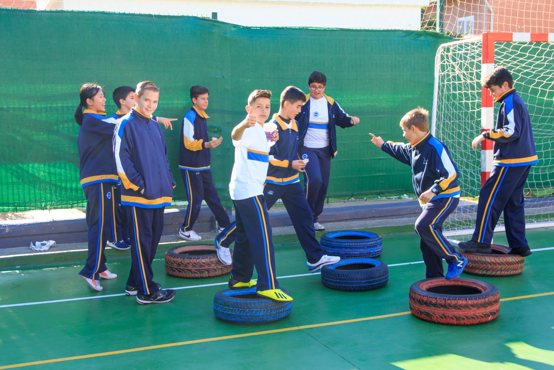 Estudiantes en Clase Educación Física