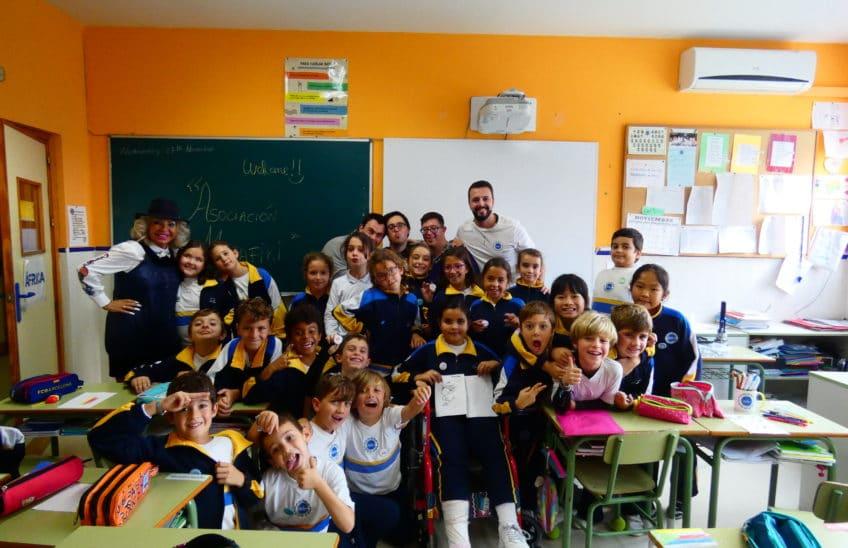 Foto grupo de los niños en el aula