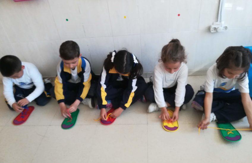Niños practicando en el aula