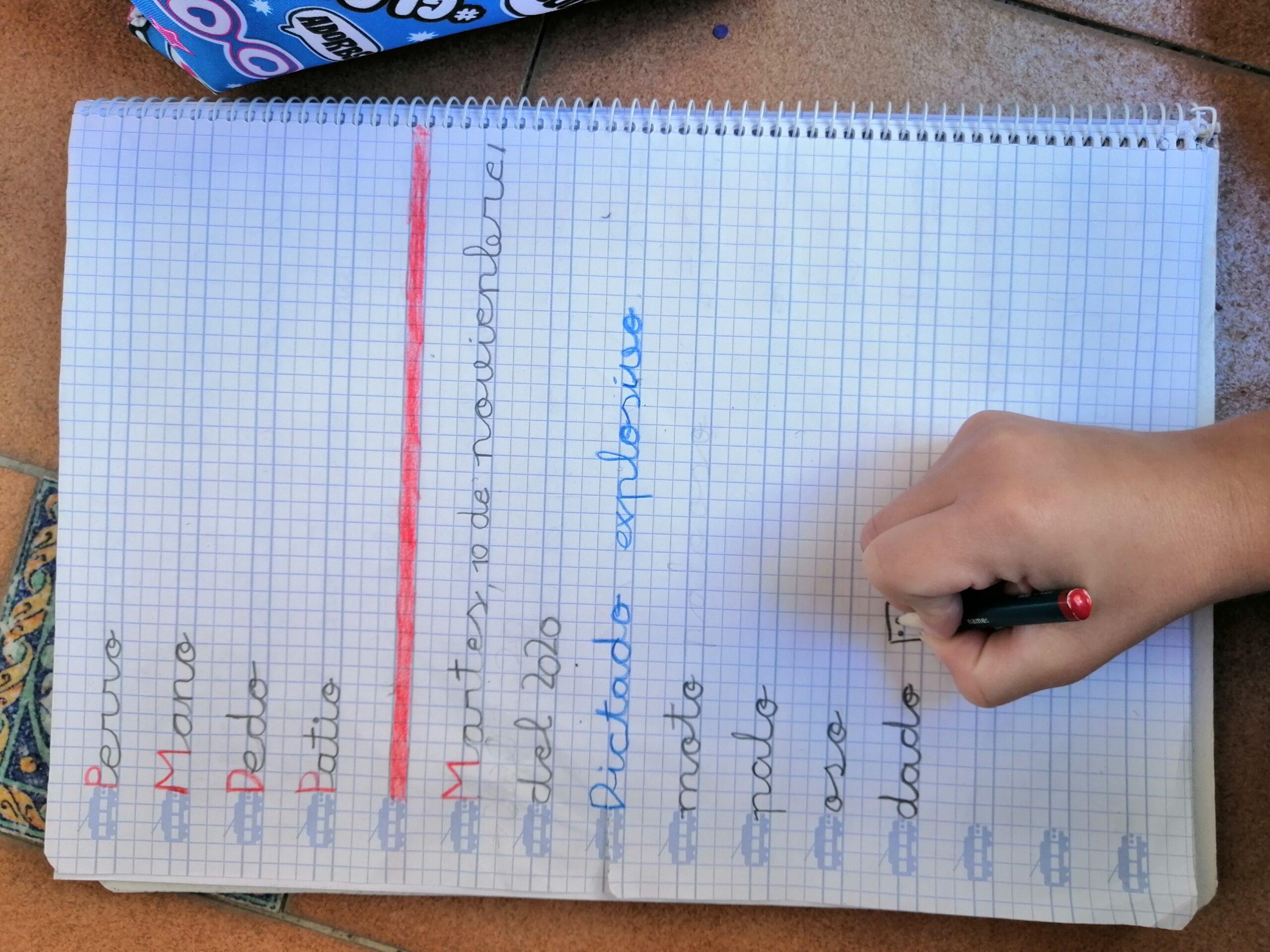 Cuaderno escribiendo